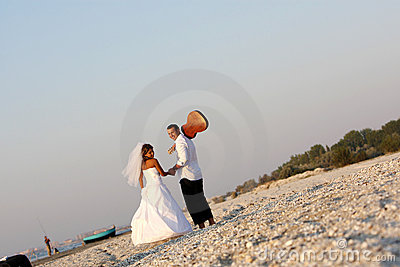 Bride and groom with the quitar