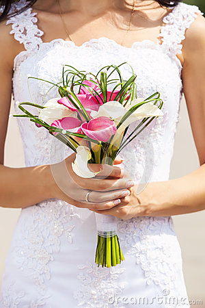 Bride holding bouquet of deep-bo