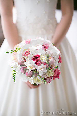 Free Bride Is Holding A Beautiful Delicate Bridal Bouquet Royalty Free Stock Image - 47042476