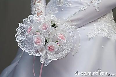 Bride with pink flowersbouquet