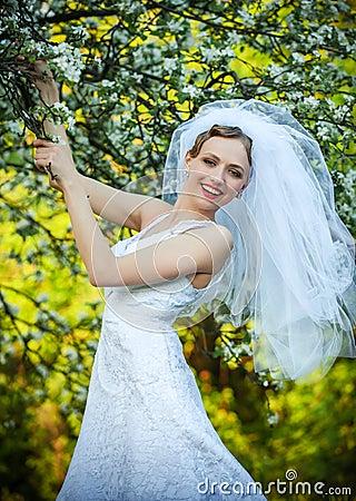Bride posing in her wedding day