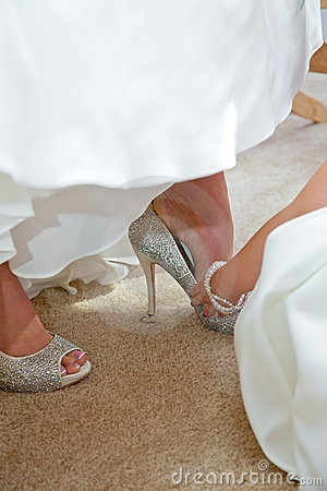 Bride puts on shoes