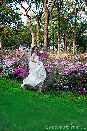 Bride Running In Park Royalty Free Stock Images - Image: 9968559