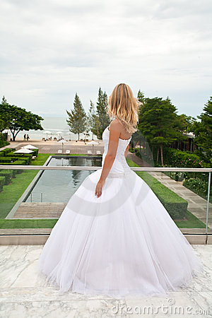 Free Bride Waiting For Groom. Royalty Free Stock Images - 16204759