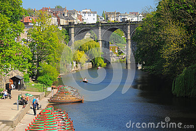 Bridge & boats on river Nidd, Knaresborough, UK Editorial Stock Image