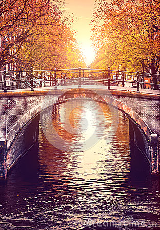 Free Bridge Over Channel In Amsterdam Netherlands Autumn Royalty Free Stock Images - 92873339