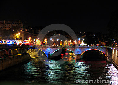 Bridge over Seine by night