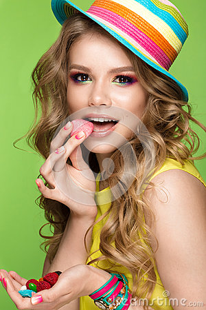 Free Bright Cheerful Girl In Summer Hat, Colorful Make-up, Curls And Pink Manicure. Beauty Face. Royalty Free Stock Photography - 92171837