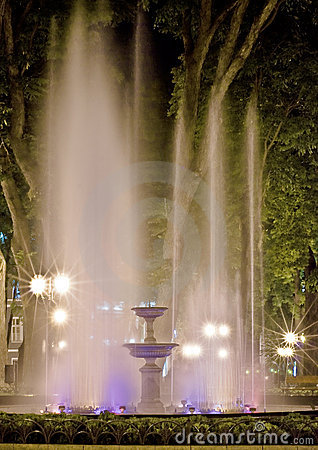Free Bright Fountain At Night. Stock Images - 9378794