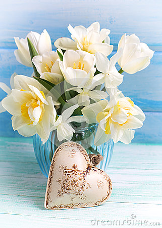 Free Bright White Daffodils And Tulips Flowers In Blue Vase And Deco Royalty Free Stock Image - 63883576