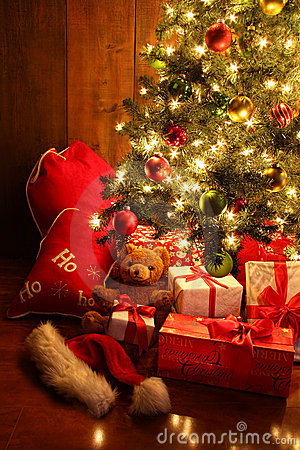 Free Brightly Lit Christmas Tree With Gifts Royalty Free Stock Photo - 21791395