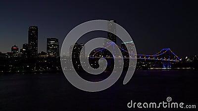 Brisbane-Stadt, Australien! Geschichten-Brücke und Skyline bis zum Nacht stock video footage