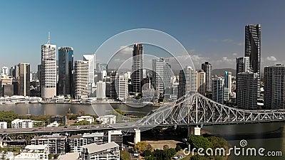 Brisbane Stadt mit CBD und Story Bridge, Panoramablick aus der Luft stock footage