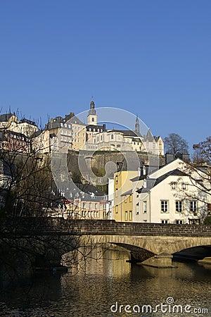 Bro luxembourg över floden