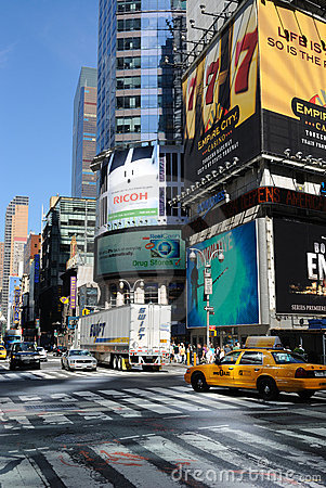 Broadway y 42.a intersección de la calle Imagen de archivo editorial
