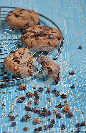 Free Broken Biscuit And Chocolate Drops Stock Photo - 28031140