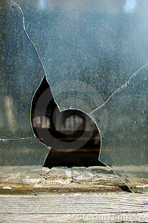 Free Broken Window Royalty Free Stock Photos - 16355698