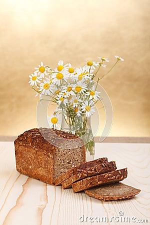 Brood met wilde bloemen