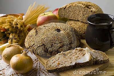 Brot ausgebreitet mit Schweinefett