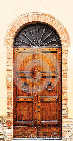 Free Brown Wood Old Door In The Centre Of San Gimignano. Royalty Free Stock Photos - 68749638