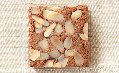 Brownie cake with almond