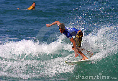 Bruce passa a pro competição havaiana Imagem Editorial