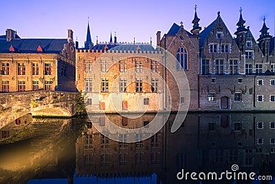 Bruges kanal vid natt