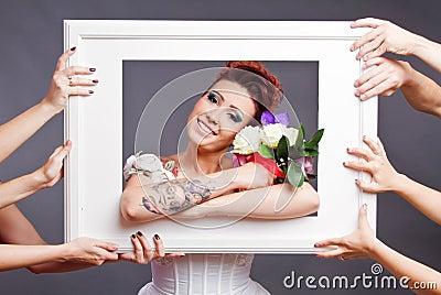 Bruid met boeket in frame