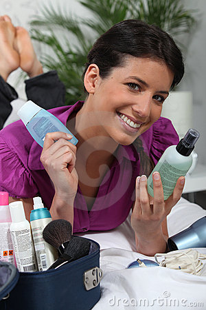 Brunette with cosmetics bag