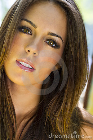 Free Brunette Model Outdoors Stock Images - 14198364