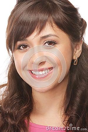 Brunette sonriente dentudo