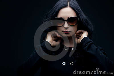 Brunette wearing sunglasses