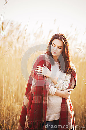 Free Brunette Woman Outdoors In Check Pattern Plaid Smiling Royalty Free Stock Photos - 47958008