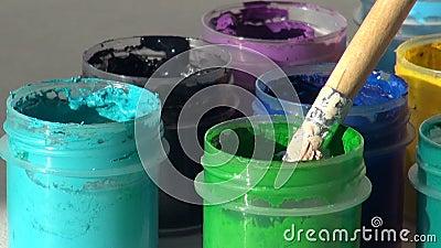 brusher Акриловая краска гуаши Домашняя работа, художник работает сток-видео
