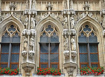 Brussels Grand Place holy statues