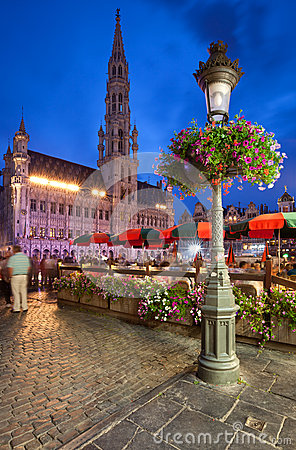 Free Brussels Town Hall In Grand Place At Night Royalty Free Stock Photography - 36535847