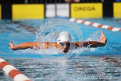 Brustschwimmen: Alpe Adria Sommer-Spiele 2010 Redaktionelles Stockfotografie