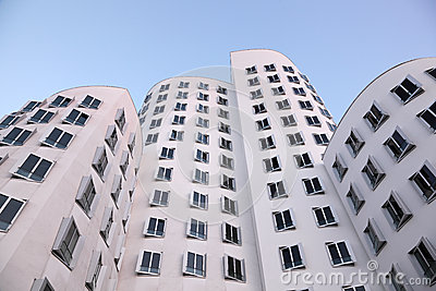 Bâtiments futuristes à Dusseldorf, Allemagne Image stock éditorial