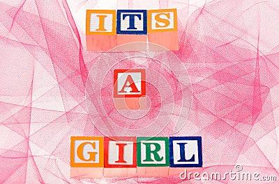 Buchstabe blockiert die seine Rechtschreibung  ein Mädchen