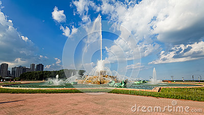 Buckingham fountain in Grant Park, Chicago, USA.