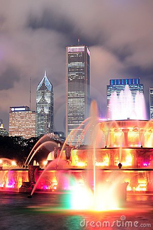 Buckingham Fountain and urban city skyline