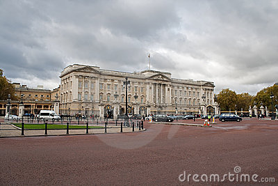 Buckingham palace in a cloudy day