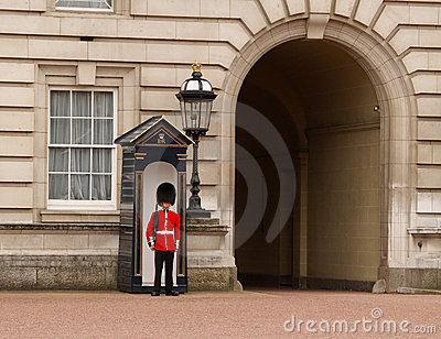 Buckingham παλάτι φρουράς βασίλισ&s Εκδοτική εικόνα