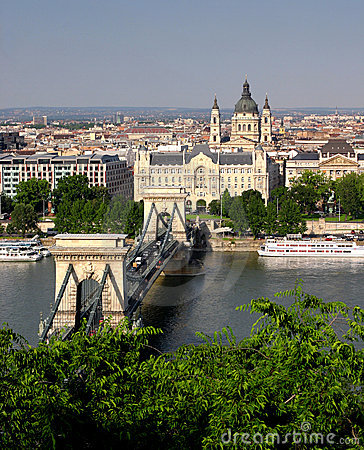 Free Budapest Chain Bridge Royalty Free Stock Photography - 13541817