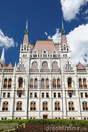 Free Budapest, Hungary. Parliament Building With Hungarian Flag Royalty Free Stock Photos - 96962318