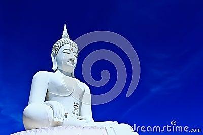 Buddha bianco nel cielo
