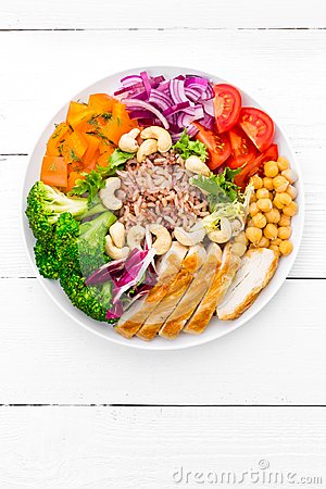 Free Buddha Bowl Dish With Chicken Fillet, Brown Rice, Pepper, Tomato, Broccoli, Onion, Chickpea, Fresh Lettuce Salad, Cashew And Walnu Royalty Free Stock Images - 110777819