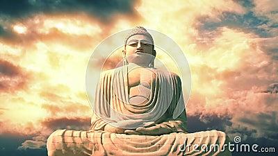 Buddha-Statue und -himmel in den vibrierenden schönen Farben stock video footage