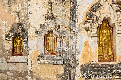 Buddha statutes in Old Bagan