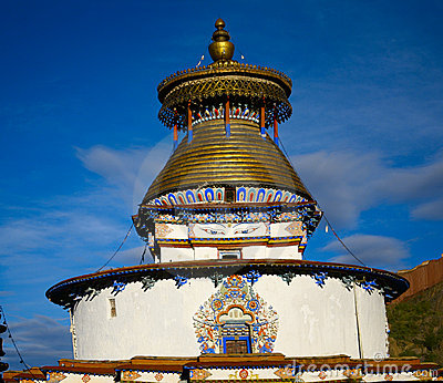 Buddhism stupa with buddha eyes in gyantse tibet